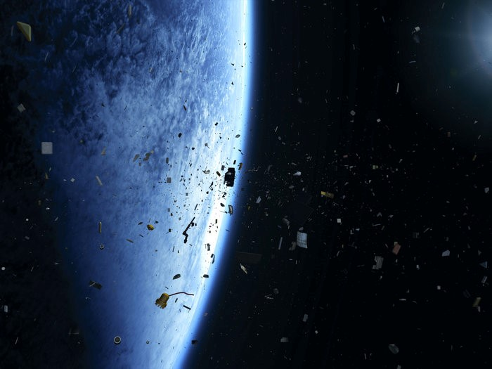 Space debris - Do we need a garbage collection service in space? - Part 14 of #TwoMinutesOfSpace with Carsten Borowy