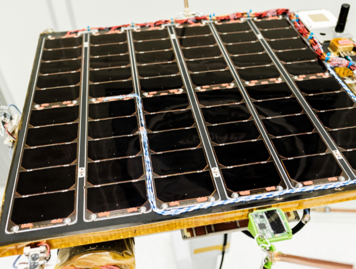 Exploring Alpha Centauri with nanosatellites